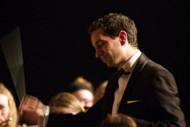 javier-perez-garrido-2-conducting-didsbury-hign-school-symphonic-winds-canada-2015