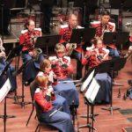 アメリカ海兵隊バンドがミッドウェスト・クリニックでジェイムズ・M・スティーヴンスン(James M. Stephenson)、ドナルド・グランサム(Donald Grantham)の作品を初演