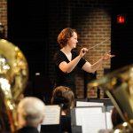 アメリカの指揮者・作曲家エリカ・スヴァニュー氏(Erika Svanoe)の紹介と最新情報
